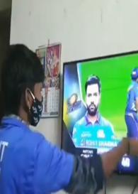 IPL 2021: इस शख्स के लिए भगवान से कम नहीं हैं रोहित शर्मा, बल्लेबाजी के लिए आए 'हिटमैन' तो करने लगा आरती, वीडियो वायरल