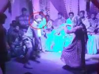 Live Death Video: 'नागिन डांस' करते हुए एक व्यक्ति की हुई मौत