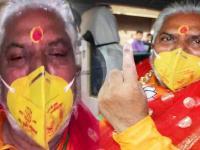 Bihar Election 2020: प्रेम कुमार कमल छाप का मास्क लगाकर बूथ पहुंचे, आचार संहिता उल्लंघन का आरोप