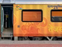 Indian Railway: देश की पहली प्राइवेट ट्रेन Tejas Express का संचालन आज से बंद