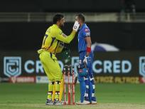 IPL 2020, CSK vs DC: परेशानी में थे पृथ्वी शॉ, मदद के लिए तुरंत पहुंच गए चेन्नई के कप्तान धोनी