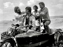 PHOTOS: धर्मेंद्र को याद आई 'जय और वीरू' की जोड़ी, अमिताभ बच्चन के साथ फोटो शेयर कर बोले- यादें सुनातीं...
