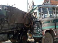 दुकानों को रौंदता हुए घर से टकराया ट्रक, चार लोगों की मौत, 5 जख्मी