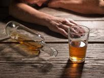 Coronavirus Lockdown: शराबियों की मदद को सामने आई केरल सरकार, डॉक्टर की पर्ची दिखाकर मिलेगी मदिरा