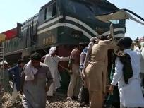 पाकिस्तान के पंजाब प्रांत में मिनी बस औरट्रेन में टक्कर,29 पाकिस्तानी सिखतीर्थयात्रियों की मौत