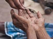 भीख से मिलने वाले पैसों से कोरोना पीड़ितों की मदद कर रहा है यह शख्स, पहले स्कूलों को दान करता था पैसे