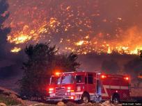 तेज हवा से और भड़की कैलिफोर्निया के जंगल की आग, लोगों से घर खाली करने को कहा गया