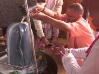 Sawan Somvar 2020: मुख्यमंत्री योगी आदित्यनाथ ने किया भगवान शिव का रुद्राभिषेक, सावन के पहले सोमवार को की पूजा अर्चना, देखें तस्वीरें
