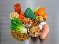 Covid-19 diet plan: इम्यूनिटी सिस्टम मजबूत बनाकर वायरस से बचा सकते हैं ये 4 पोषक तत्व, जरूर खायें ये 10 फूड