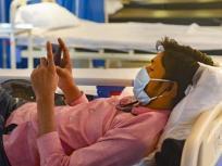 अस्पताल में भर्ती कोरोना मरीजों को मिल सकती है मोबाइल इस्तेमाल की इजाजत, केंद्र ने राज्यों को दिए निर्देश