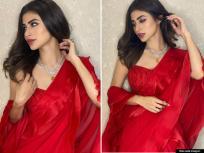 PHOTOS: रेड साडीमध्ये खूपच सुंदर दिसतेय मौनी रॉय, फोटोवरुन हटणार नाही तुमची नजर - Marathi News | Naagin fame mouni roy raises heat in a red saree images viral see pics | Latest bollywood Photos at Lokmat.com