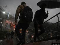 weather Report: बारिश होने से दिल्ली में लोगों को उमस से मिली राहत
