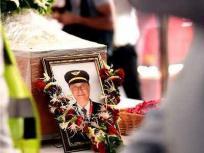 महाराष्ट्र सरकार ने राजकीय सम्मान के साथ पायलट दीपक साठे का अंतिम संस्कार किया