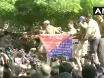 जेएनयू फीस विवाद: JNU छात्रों का संसद की ओर कूच, पुलिस ने बेर सराय में रोकी रैली