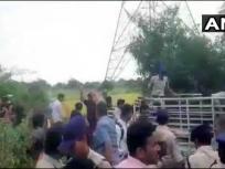 हैदराबाद एनकाउंटरः आरोपी की पत्नी रेणुका ने कहा-पुलिस हमें भी उसी जगह पर मार दे,आरिफ की मां ने कहा-मेरा बेटा नहीं रहा