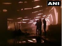 दिल्लीः मुंडका इलाके की गोदाम में लगी भीषण आग, दमकल की 34 गाड़ियां कर रही हैं बुझाने का प्रयास