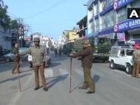 पुलवामा हमला: जम्मू कश्मीर में कर्फ्यू जारी, सेना ने दूसरे दिन किया फ्लैग मार्च