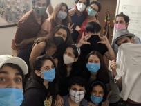 कोरोना के कहर के बीच टीवी स्टार्स ने की पार्टी, मास्क पहने आए सभी नजर