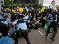 विवादित सुरक्षा कानून के तहत हांगकांग पुलिस ने पहली गिरफ्तारी की