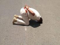 Video: तपती दोपहर में नंगे पैर शिखर दर्शन करते उज्जैन के आईपीएस मनोज कुमार सिंह, सोशल मीडिया पर जमकर छाए