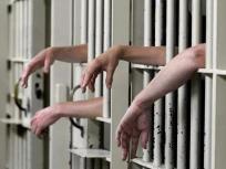 दिल्ली की जेलों में धीरे-धीरे सामान्य हो रहे हालात, परिजनों को मिल रही कैदियों से मुलाकात की इजाजत