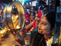 यहां जानें करवा चौथ की तिथि और पूजा का शुभ मुहूर्त, पूजा के समय इन नियमों का जरूर करें पालन
