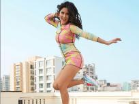 मल्टी कलर ड्रेसमध्ये दिसली कतरिना कैफ, स्टायलिश लूक पाहून चाहते झाले क्लीन बोल्ड - Marathi News | Katrina Kaif Share Photos in multicolour dress on Social media pics goes viral | Latest bollywood Photos at Lokmat.com