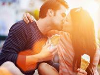 Kiss Day 2020: 13 फरवरी को Kiss Day, जानिए कितने घंटे लम्बी थी दुनिया की सबसे लम्बी Kiss, पढ़ें कुछ रोचक तथ्य