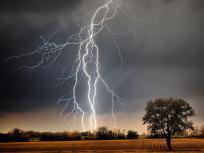 बिहार: आकाशीय बिजली गिरने से 7 लोगों की मौत, बेगूसराय में मां-बेटी ने गंवाई जान