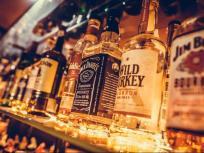 यूपी के शॉपिंग मॉल्स में मिलेगी विदेशी शराब, परिसर में नहीं होगी पीने की अनुमति
