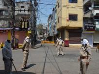 कोरोना संकट के बीच पश्चिम बंगाल में खुले धार्मिक स्थल, कम संख्या में पहुंचे लोग