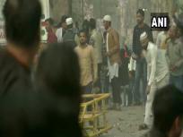 CAA: समर्थकों और विरोधियों में पथराव, पुलिस ने दागे आंसू गैस के गोले, दो मेट्रो स्टेशन बंद