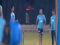 IPL 2020: पृथ्वी शॉ गेंदबाजी में हाथ आजमाते आए नजर, लेग ब्रेक फेंककर किया हैरान, देखें Video