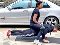 निक जोनस ने प्रियंका चोपड़ा को पीठ पर बैठाकर लगाए पुशअप्स, देखें फोटो