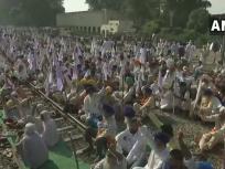 पंजाब: पराली जलाने को लेकर किसानों ने प्रदर्शन कर रेलवे ट्रेक किया जाम, ट्रेनों का आवागमन हुआ ठप