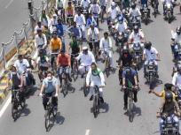 RJD ने मनाया अपना 24वां स्थापना दिवस: लालू के बेटों ने पेट्रोलियम पदार्थों की कीमतों में वृद्धि के विरोध में निकाली साइकिल रैली