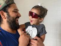 रोहित शर्मा ने बेटी समायरा के साथ शेयर की शानदार तस्वीर, क्यूट अंदाज में चश्मा पहने आईं नजर, हुई वायरल