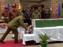 मुठभेड़ में शहीद हुए पुलिसकर्मी ने खुद से कश्मीर में सेवा देना चुना था, सम्मान के साथ हुआ अंतिम संस्कार