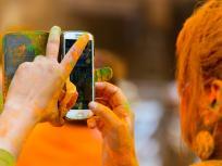 Holi 2019: रंगों से स्मार्टफोन ना हो जाएं खराब, रखें इन बातों का ध्यान