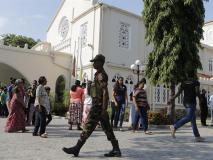 श्रीलंका में फैली सांप्रदायिक हिंसा, उपद्रवियों को देखते ही गोली मारने का आदेश जारी, सोशल मीडिया बैन