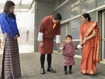 भूटान के राजावांगचुक नेसुषमा स्वराज को श्रद्धांजलि दी,हजारों दीप प्रज्जवलित किए और प्रार्थना की