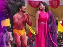 Video: काजल राघवानी के एक इशारे पर खेसारी हुए चित्त, कुश्ती के मैदान में कहा- 'तोहरे कारणवा'