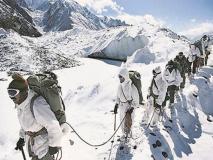 LoC के पहाड़ों पर बर्फबारी से सेना को मिलेगी राहत, घुसपैठियों पर रहेंगी नजरें
