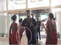 IND vs BAN: तकिया लेकर होटल पहुंचे रविचंद्रन अश्विन, ट्रोलर्स बोले- आराम करने आए हो
