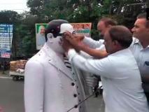 मेरठ: दलितों ने किया आंबेडकर प्रतिमा का शुद्दिकरण', पिछले हफ्ते RSS नेता ने पहनाई थी माला