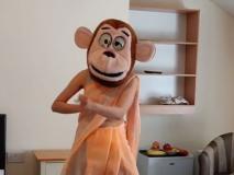 बंदर के मुखौटे को पहनकर अदा शर्मा ने किया फनी डांस, वीडियो देखकर हो जाएंगे लोटपोट