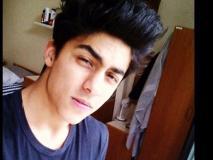 इस विदेशी बाला को डेट कर रहे हैं शाहरुख खान के बेटे आर्यन खान, मां गौरी खान से मिल गई है मंजूरी!