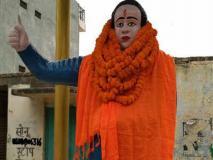 BJP विधायक ने आंबेडकर की प्रतिमा को 'पवित्र' करने के लिए किया दुग्धाभिषेक, फिर पहनाए भगवा कपड़े