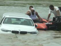 सनकी बेटा, पिताने नहीं दी महंगी कार जगुआर तो बेटे ने 45 लाख की नई BMW कार को नदी में डुबो दिया