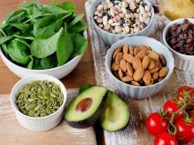 सर्दियों में ब्लड प्रेशर कंट्रोल रखकर हार्ट अटैक से बचाती हैं ये 6 हरी सब्जियां, खून की भी नहीं होगी कमी
